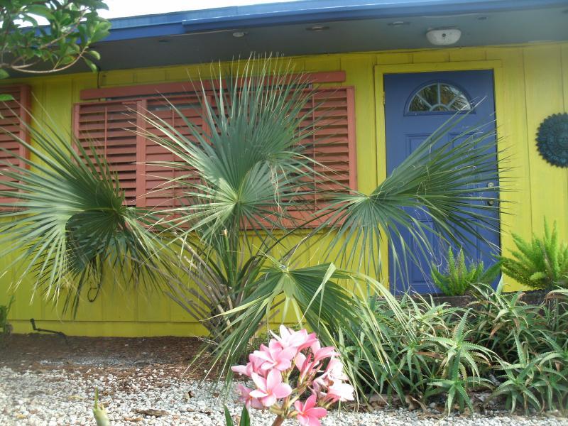 """""""Banana Hammocks Resort"""" 1 bedroom 1 Bath Caribbean Style Villa sleeps 4 - Banana Hammocks Carribean resort style Villa! Enjo - Fort Pierce - rentals"""