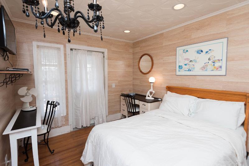 The Master Bedroom - Hollywood Cozy Nook - Los Angeles - rentals
