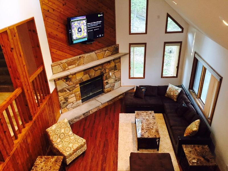Living Room with 60 Inch HDTV LED - 5* Luxury House - Promotional Pricing! 4 BR / 3 BA - Bushkill - rentals