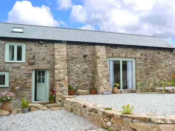 WOODSTONE BARN, barn conversion, woodburner, WiFi, parking, garden, in Tavistock, Ref 25045 - Image 1 - Tavistock - rentals