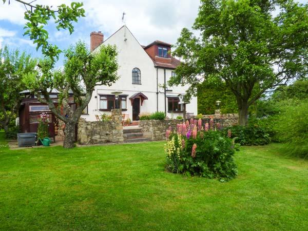 PRINGLES ORCHARD, detached, woodburner, pond and stream in garden, near Peak District in Carlton-in-Lindrick, Ref 926068 - Image 1 - Carlton in Lindrick - rentals