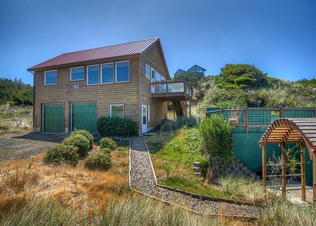 Waldport Oregon Secluded ocean front with panoramic views! - Image 1 - Seal Rock - rentals