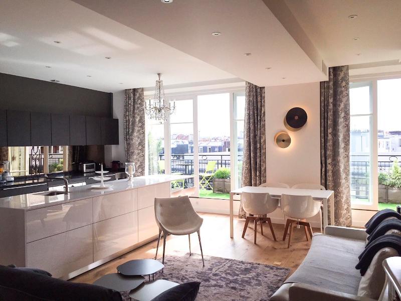 Luxury apt. Le Marais-Beaubourg. 2BR/2BA. Balcony - Image 1 - Paris - rentals