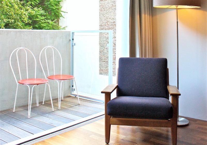 Bedroom adjacent to balcony back yard. - An oasis in the heart of Berlin. - Berlinchen - rentals