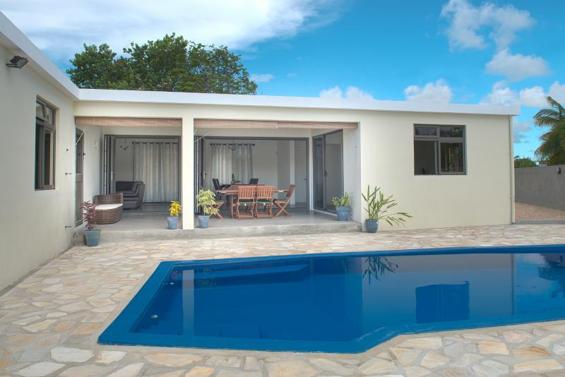A Winner Modern Spacious villa with Private Pool Internet Close to Beach - Image 1 - Pereybere - rentals