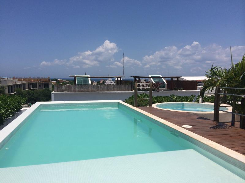 Amazing views - Relax in the sun: Rooftop pool, jacuzzi and tanning area - New condo: rooftop pool & jacuzzi, priv. terrace - Playa del Carmen - rentals