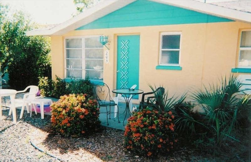Cute and Cozy 2/1 Cottage with shared Pool - Image 1 - Anna Maria - rentals