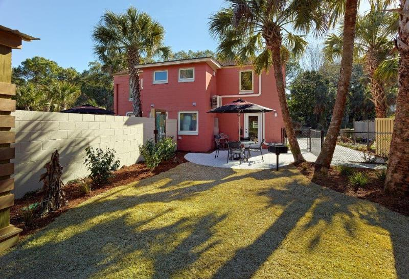 Amazing back yard with lush landscapes! - 114 E Huron  Avenue A, Folly Beach, SC, 29439, US - Folly Beach - rentals