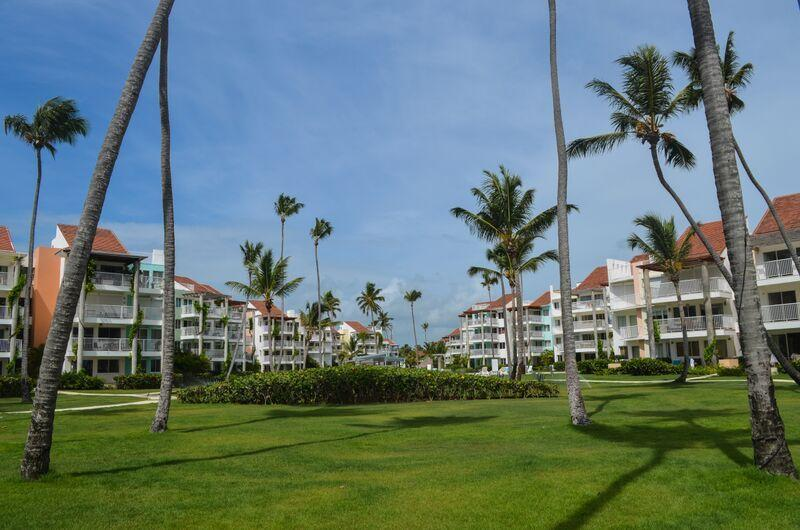 Great view down the center of the community to the ocean!! - Playa Turquesa 1BR, 3BA Ocean view PH great breeze - Bavaro - rentals