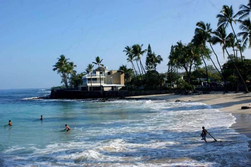 Absolute Kona Hawaii Waterfront Condo - Image 1 - Kailua-Kona - rentals