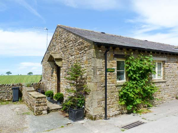 ASHBANK COTTAGE, romantic, character holiday cottage, with woodburning stove in Tatham Near Bentham, Ref 12328 - Image 1 - Kirkby Lonsdale - rentals