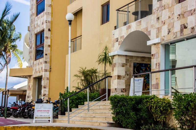 Playa del Carmen. Residences El Faro - EL FARO 2 BEDR BEACH FRONT OCEAN VIEW CONDO - Playa del Carmen - rentals