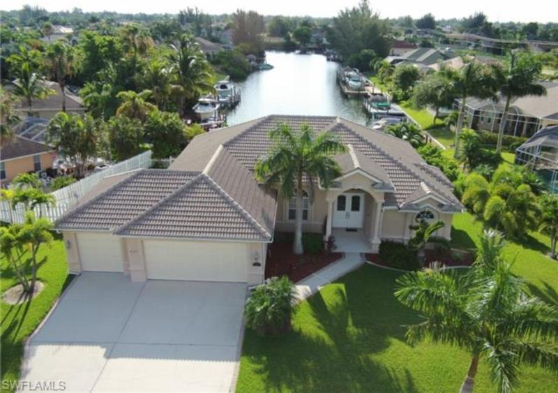 Executive, upscale, Gulf Access-boat lift-dock- heated pool/spa - Executive, Upscale Gulf Access w/ heated pool/spa - Cape Coral - rentals