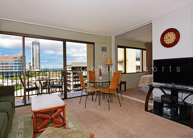 1 bedroom air conditioning, W/D, free parking, WiFi, walk to beach! - Image 1 - Honolulu - rentals