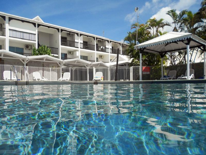 In Guadeloupe, charming seaside apartment with shared pool & garden-view balcony - Image 1 - Saint-François - rentals