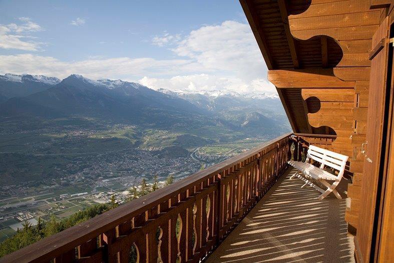 3 bedroom ski chalet penthouse apartment - Image 1 - Veysonnaz - rentals