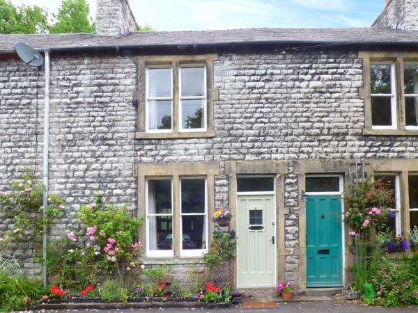 RIVERBANK COTTAGE, terraced cottage with open fire, WiFi, king-size bed, river views, near Buxton, Ref 915901 - Image 1 - Litton Mill - rentals