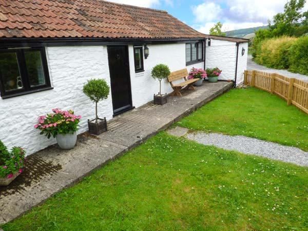 SCRUMPY COTTAGE, one of a group, pet-friendly, WiFi, romantic retreat in Winscombe Ref 927122 - Image 1 - Winscombe - rentals
