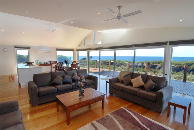 TamO'Shanter Views  Stunning beach house  Tasmania - Image 1 - Bridport - rentals