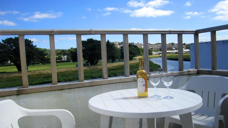 The balcony overlooking the River Camel has superb views - Waterside Wadebridge Riverside Cottage Cornwall - Wadebridge - rentals