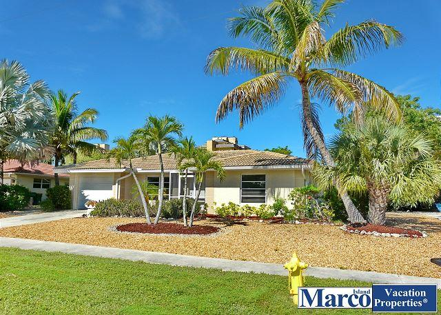 Cozy house w/ sunroom, heated pool, hot tub & short walk to beach - Image 1 - Marco Island - rentals