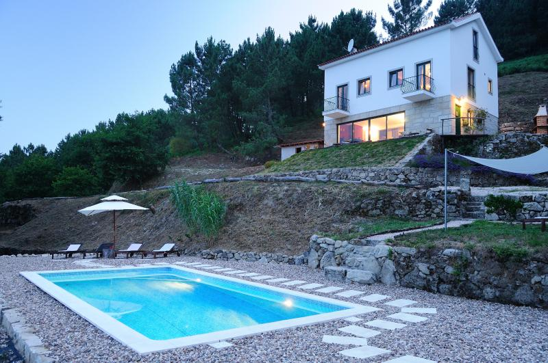 Dusk, the villa and pool lit up beautifully - Quinta da Madrugada, Spectacular Mountain Views - Oliveira do Hospital - rentals