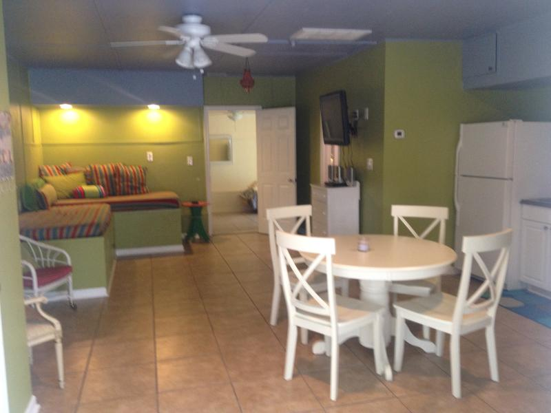 Cozy & Comfortable 1 Bedroom, August Rates Reduced - Image 1 - Virginia Beach - rentals