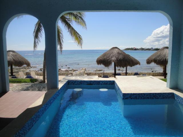 Picture yourself sitting in the pool staring out at the ocean with your favorite cocktail - Amazing ocean view w/ ceiling to floor windows - Akumal - rentals