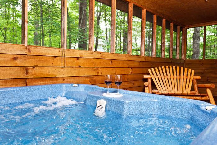 Relax in the hot tub - Pinetree Lodge - Helen - rentals