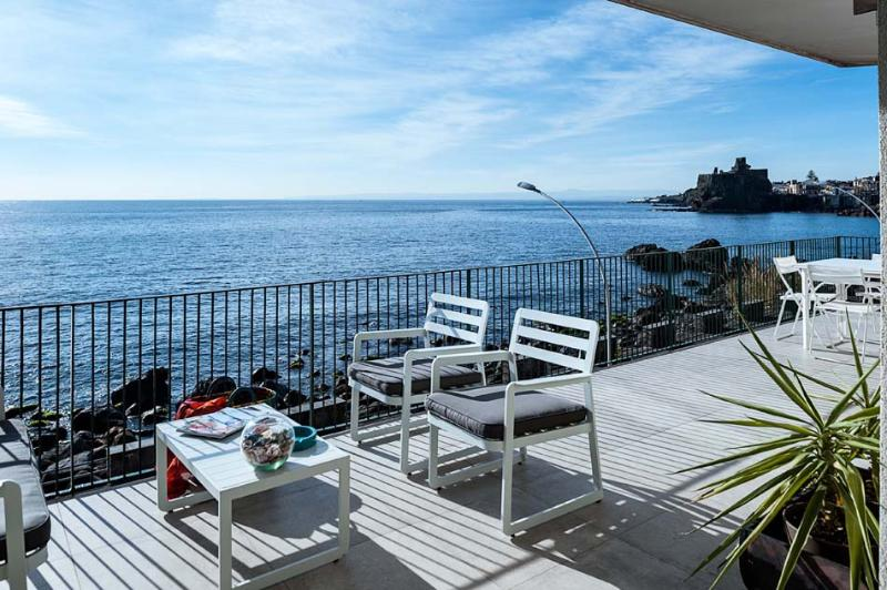 Casa Bliss vacation holiday apartment rental, sicily, catania, near acireale, sea front, sea views, air conditioning, short term lo - Image 1 - Acireale - rentals