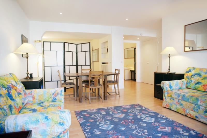 1-BEETHV-sl4.jpg - BEETHOVEN - Paris - rentals