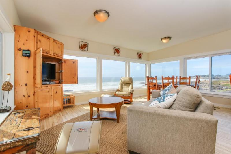 Fantastic dog-friendly beachfront duplex with hot tub & views! - Image 1 - Yachats - rentals