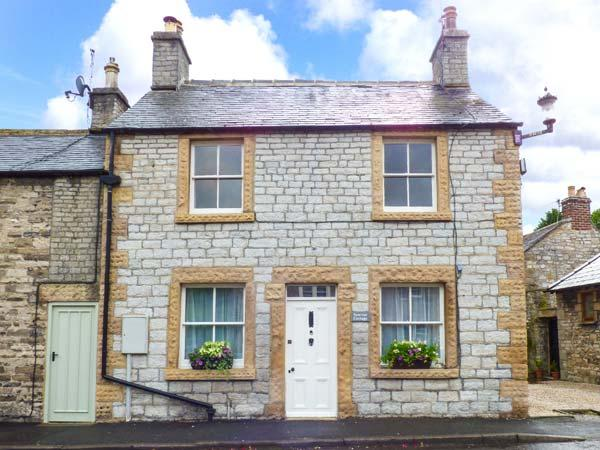 SUNRISE COTTAGE, end-terrace, WiFi, open fire and woodburner, enclosed patio, pet-friendly, in Ashford-in-the-Water, Ref 919917 - Image 1 - Ashford in the Water - rentals