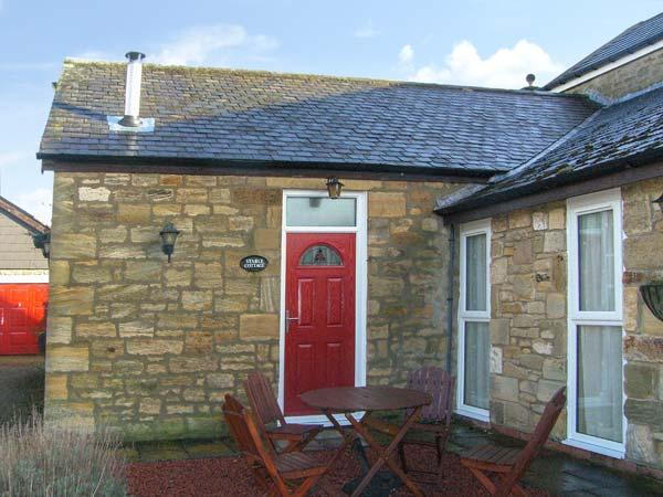 STABLE COTTAGE, pet-friendly, with a garden in Acklington, Ref 926783 - Image 1 - Acklington - rentals