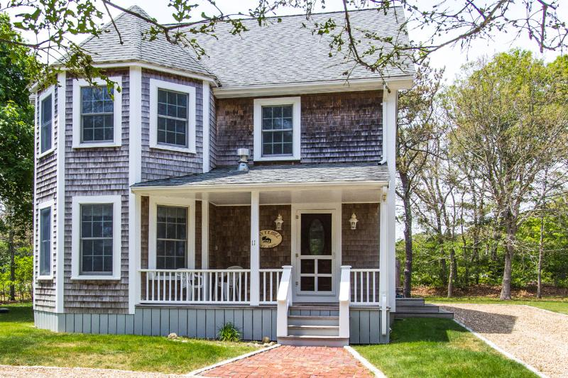 THORB - Contemorary 4 Bedroom 4 Bath, Walk to Oak Bluffs Center and Inkwell Beach-10 minutes - Image 1 - Oak Bluffs - rentals