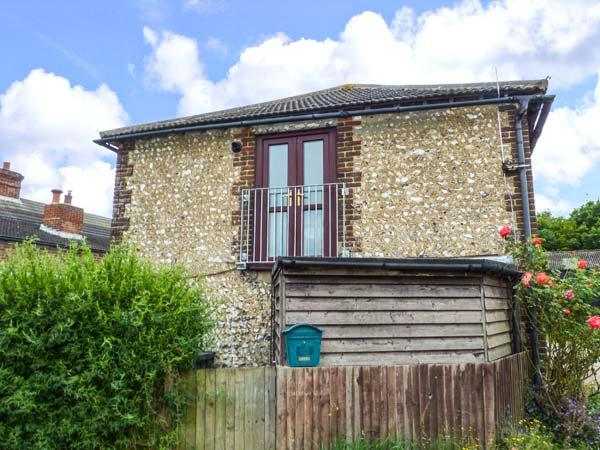 THE GRANARY, apartment, pet-friendly, open plan, nr Henfield, Ref 921932 - Image 1 - Henfield - rentals