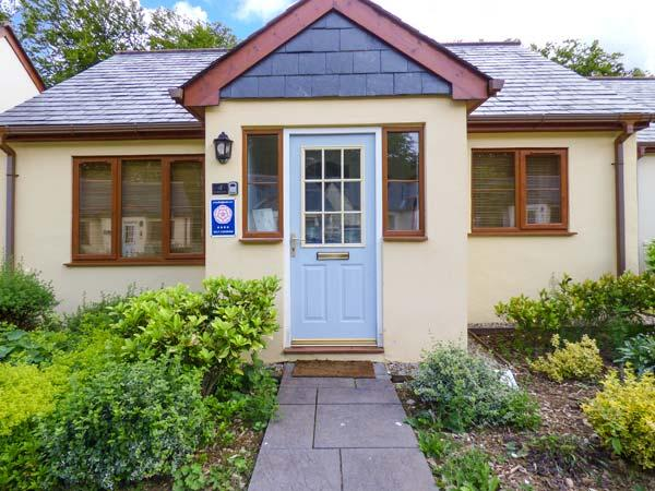 LILYVALE, detached, ground floor, garden with furniture, on-site tennis, near Camelford, Ref 925930 - Image 1 - Camelford - rentals