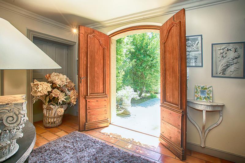 Beautiful Provence Villa Near a Village - Villa Orabelle - Image 1 - Boulbon - rentals