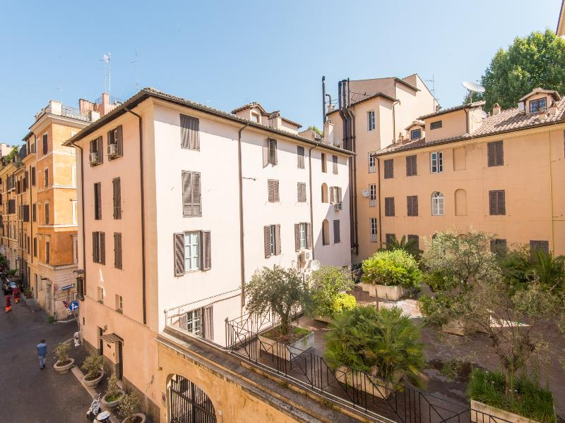 Spanish Steps Large Comfortable Apartment - Image 1 - Rome - rentals