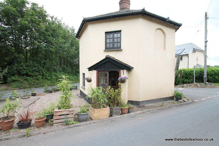 Toll House, Exebridge - Unique property ideal for exploring Exmoor - sleeps 2 - Image 1 - Dulverton - rentals