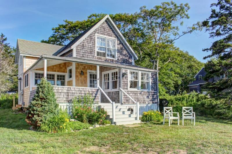 Classic oceanfront cottage w/ ocean views & entertainment - walk to beach! - Image 1 - East Boothbay - rentals