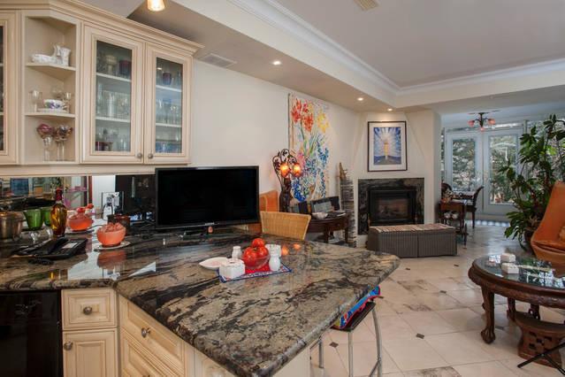 Bloor & Yonge -Yorkville/Rosedale. 1 Guest Room - Image 1 - Toronto - rentals