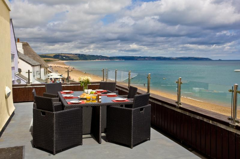 8 At The Beach located in Torcross, Devon - Image 1 - Torcross - rentals