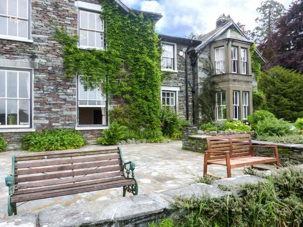WHITE MOSS, WOOD CLOSE, ground floor apt., WiFi, pet-friendly, shared garden, nr Grasmere, Ref 920048 - Image 1 - Grasmere - rentals