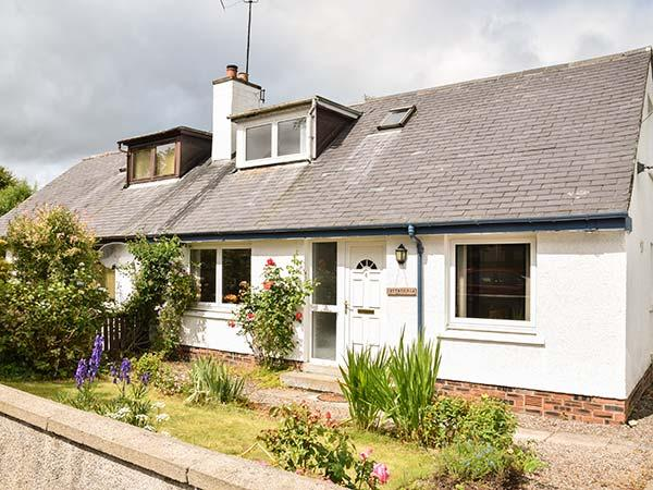 COTTAGE FIA, open fire, WiFi, Sky TV, private lawned garden, in Marybank, Ref 926390 - Image 1 - Marybank - rentals