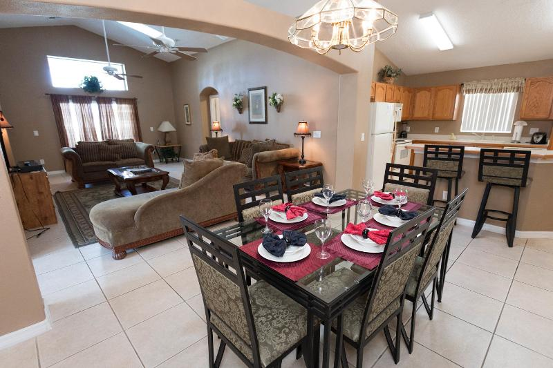 Dining Room - Lumiere's Chateau - Spa and Disney Fireworks View - Kissimmee - rentals