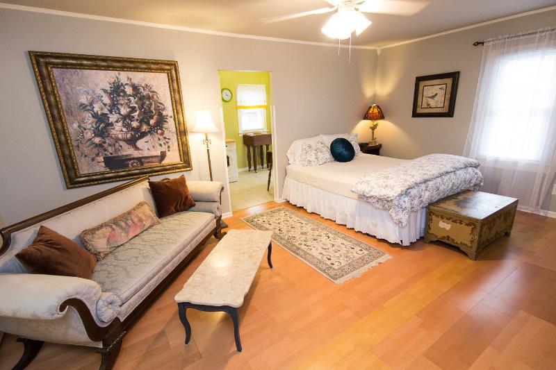 The Master Bedroom - Private East Nashville Cozy Cottage - Nashville - rentals