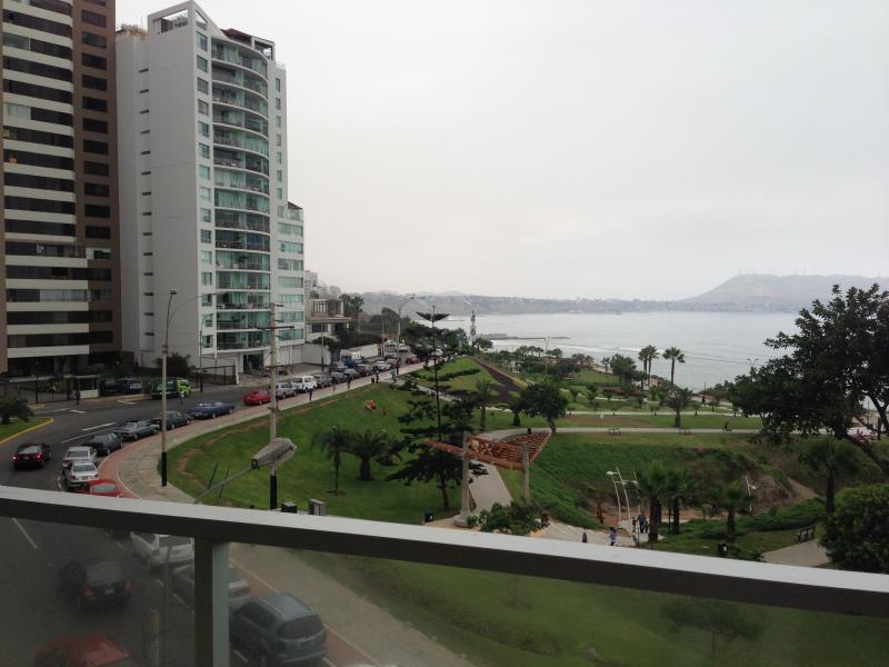 View from the living room / dining room area of the apartment,stairs down to the beach from park - 4 bedroorm awesome ocean view  check in/out 9 to 5 - Lima - rentals