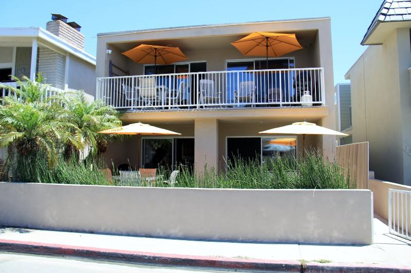 Sleeps up to 17 guests - Ocean View Sleeps 10  30 Seconds to Beach/Dining   Bikes/WiFi/Parking GEM - Newport Beach - rentals