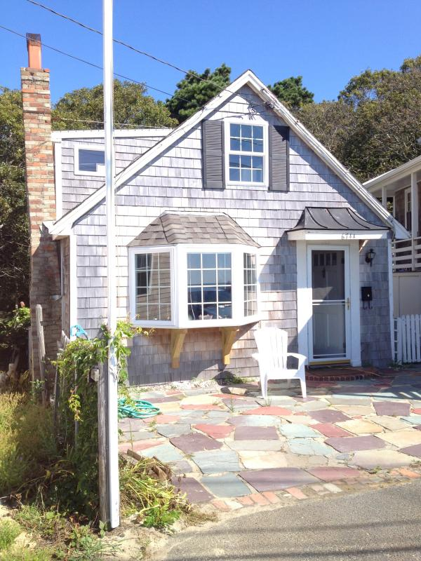 This East End cottage is directly across the road from the bay and is available year-round. - East End Bayside Cottage - Provincetown - rentals